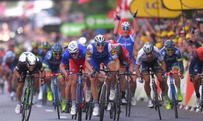 Marcel kittel gana su décima etapa en el Tour bajo la atenta mirada de Matteo Trentin