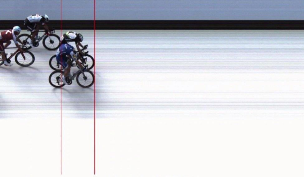 No se distingue el ganador en la photo finish entre Kittel y Boasson Hagen