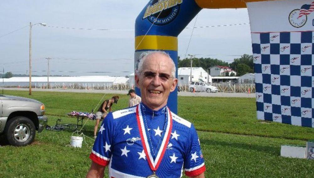 Ciclista Carl Grove JoanSeguidor