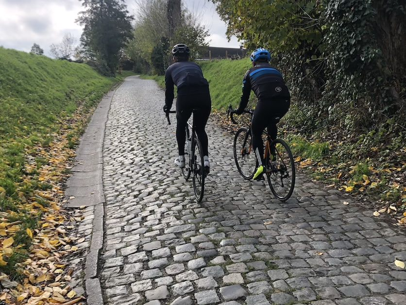 ciclista de negro featured